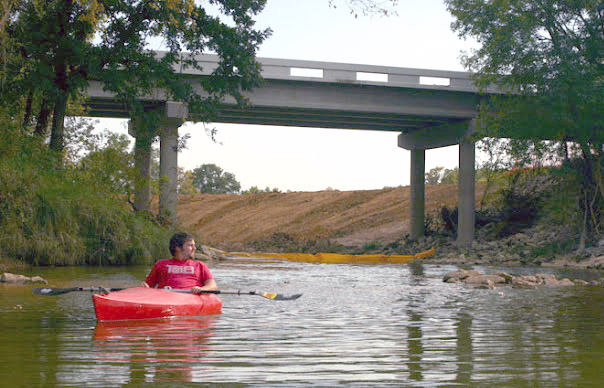 Kayakers can tour Village Creek and travel from Kennedale all the way to Lake Arlington. Image by Stephen Smith/www.mylifeoutdoors.com, used with permission.